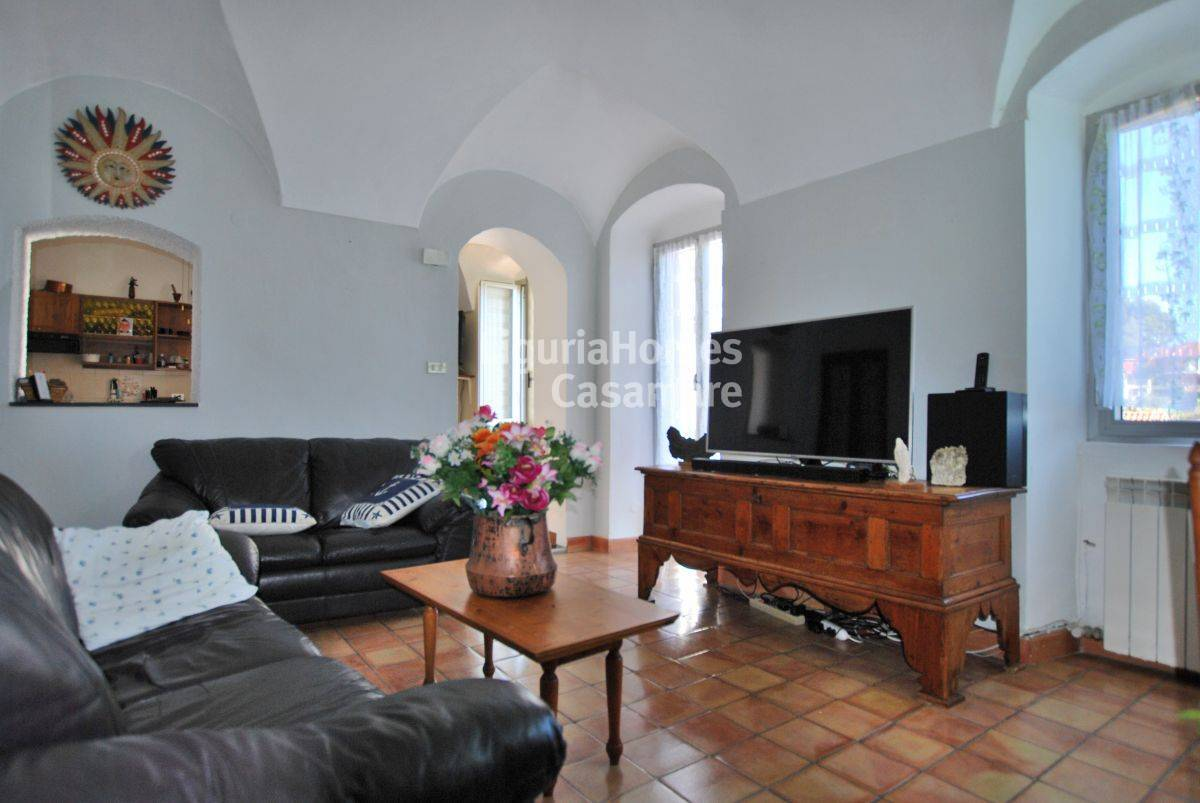 Appartamento in vendita a Civezza, 4 locali, prezzo € 150.000 | CambioCasa.it