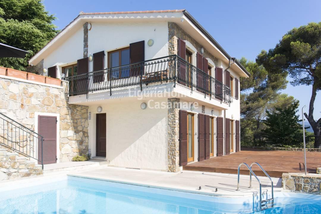 Villa in vendita a Cipressa, 8 locali, prezzo € 790.000 | CambioCasa.it