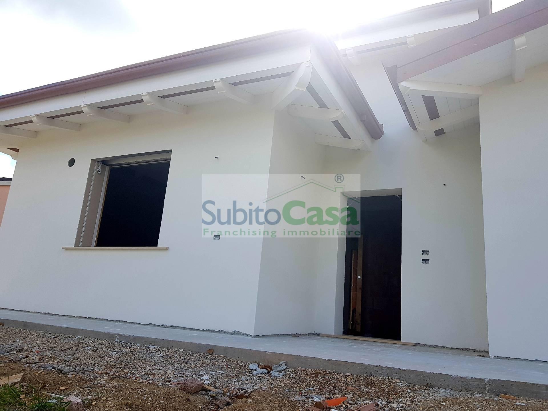 Villa in vendita a Rosciano, 6 locali, zona Località: VillaOliveti, prezzo € 260.000   CambioCasa.it
