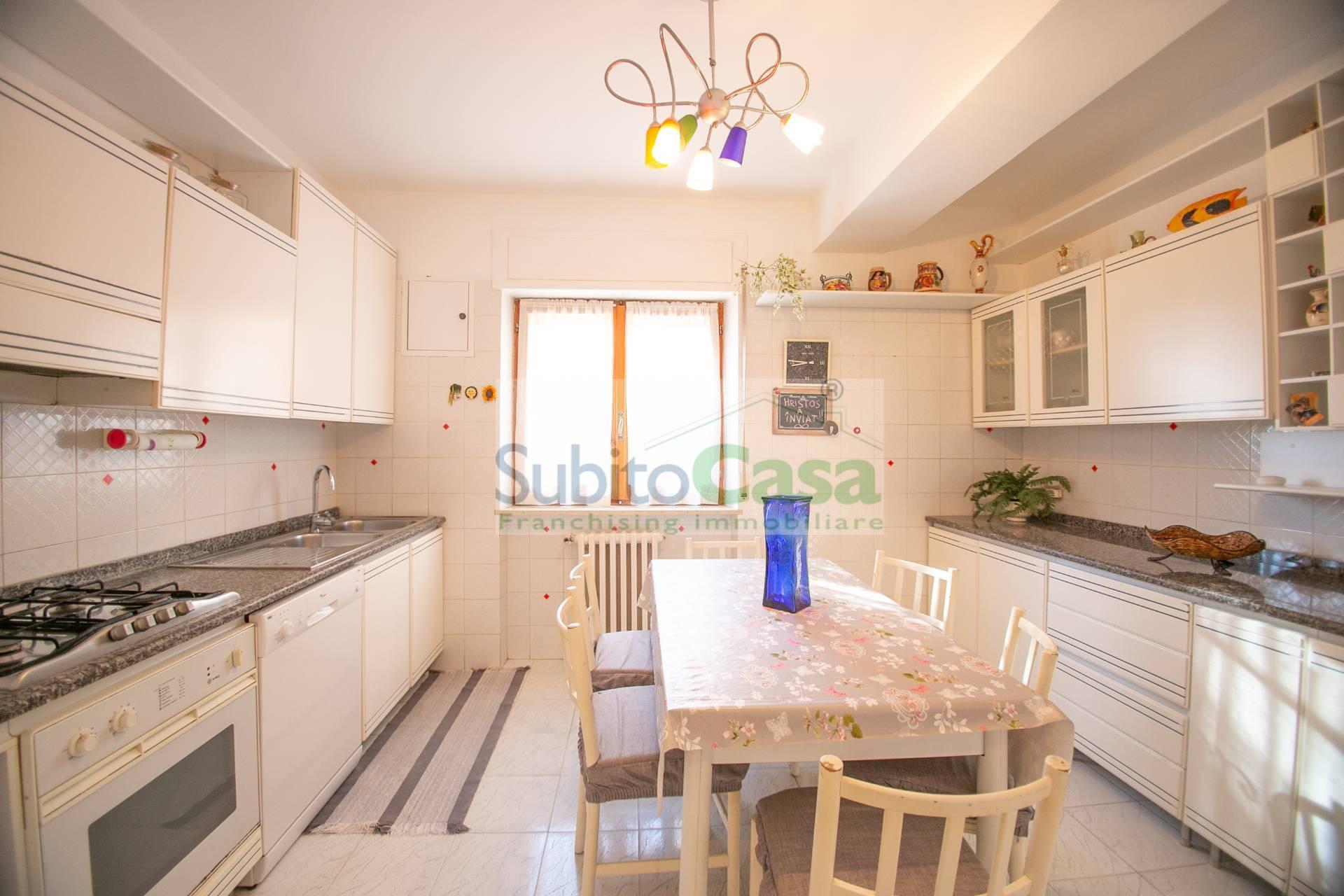 Appartamento in vendita a Chieti, 7 locali, zona Località: ChietiZonaS.Anna, prezzo € 110.000 | PortaleAgenzieImmobiliari.it