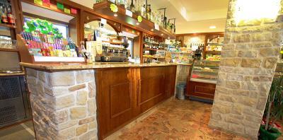 Bar con cucina in Vendita a Sommacampagna