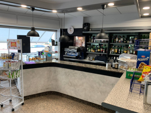 Bar con cucina in Vendita a Villafranca di Verona