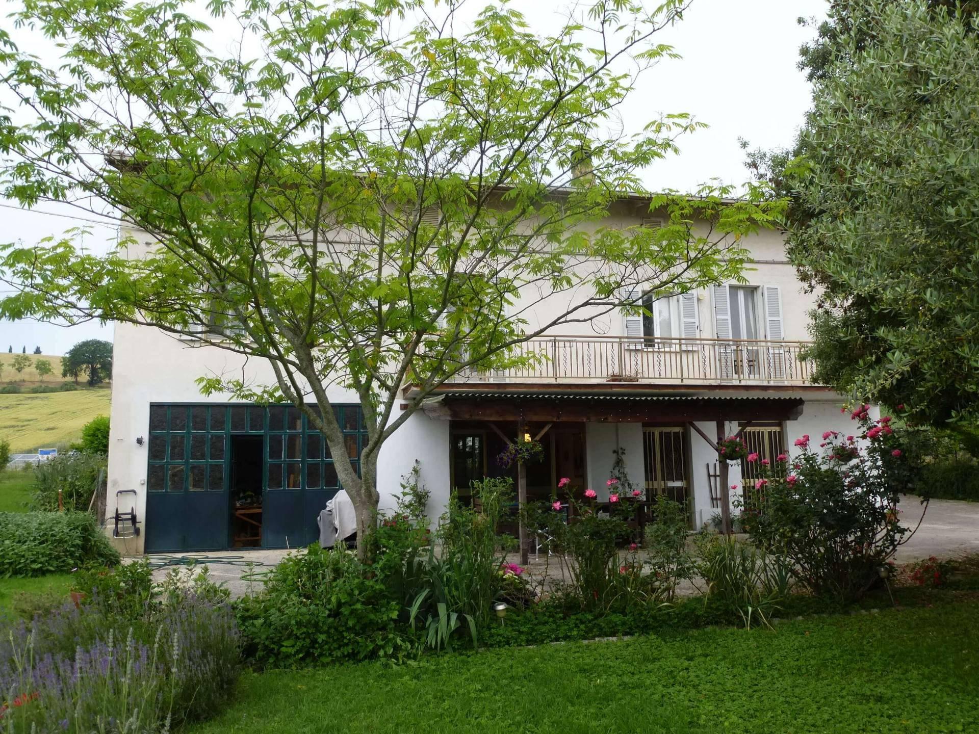 Casale a Francavilla d'Ete (Fermo)