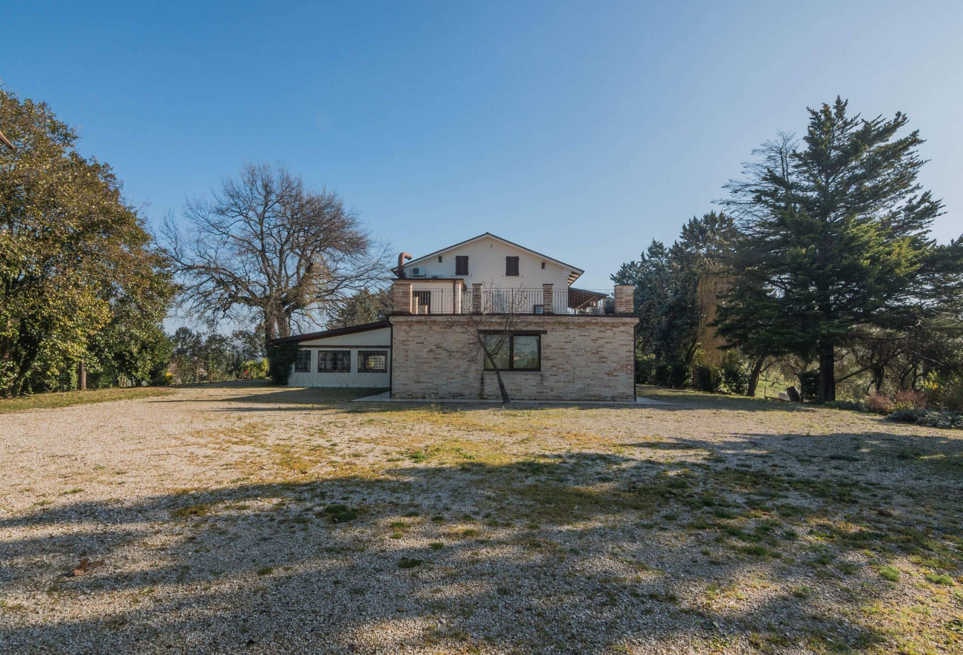 Casale a Monte San Pietrangeli (Fermo)