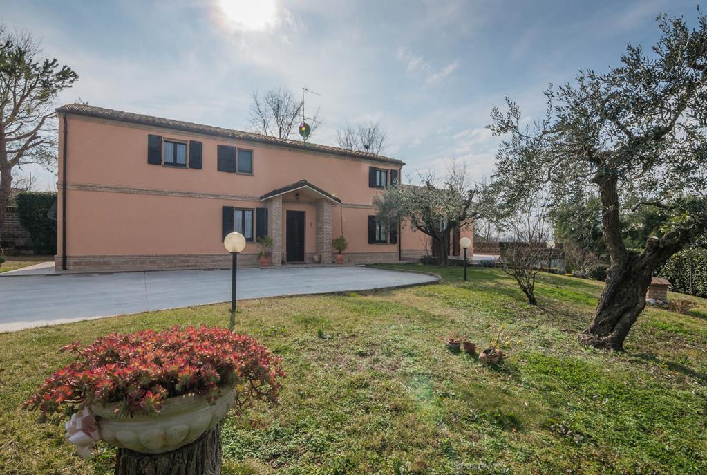 Casale a Morrovalle (Macerata)