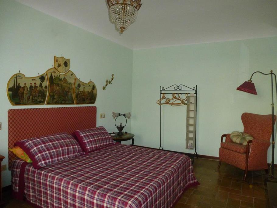 Palazzo a Altidona (Fermo)