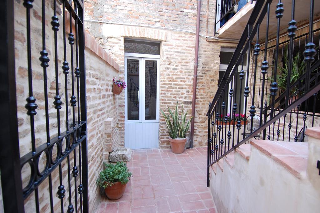Palazzo a Montedinove (Ascoli Piceno)