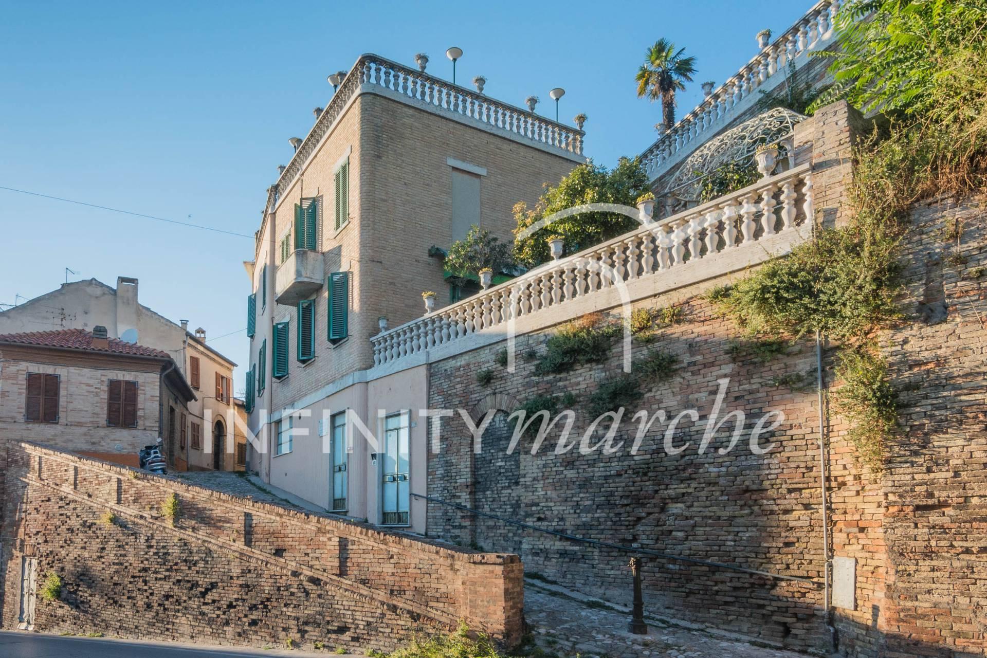 Palazzo a Fermo (Fermo)