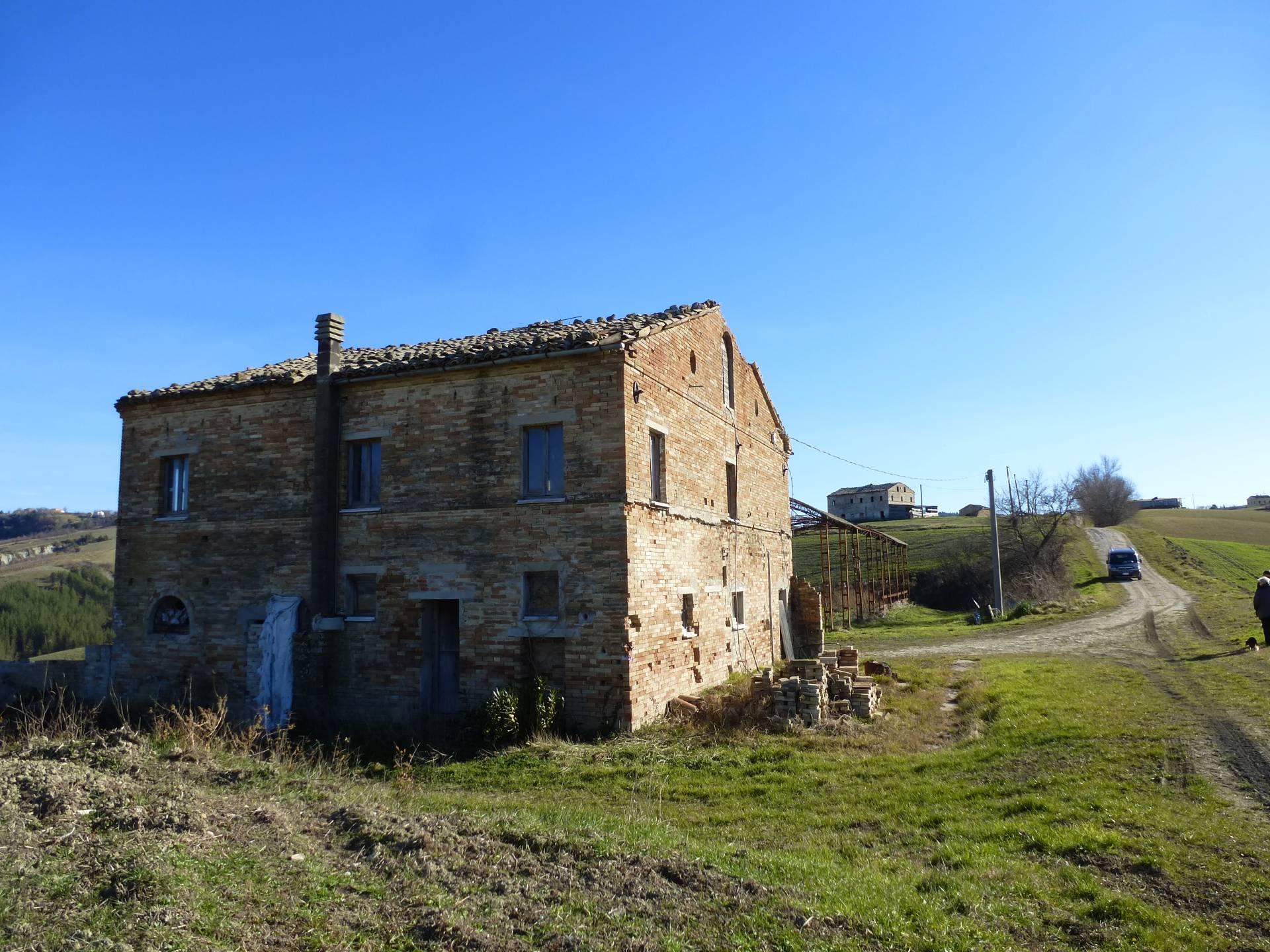 Casale a Falerone (Fermo)