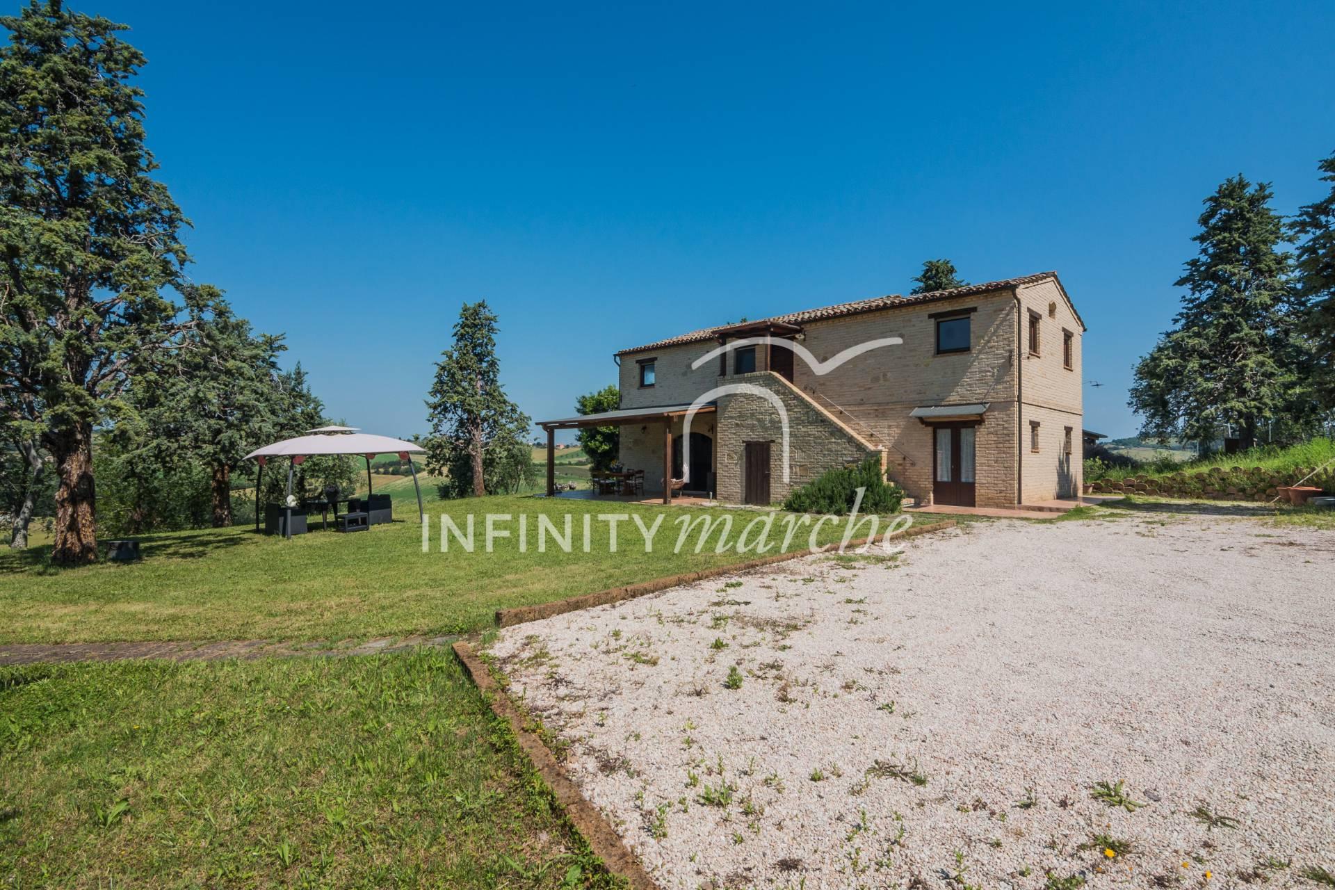Casale a Montecosaro (Macerata)