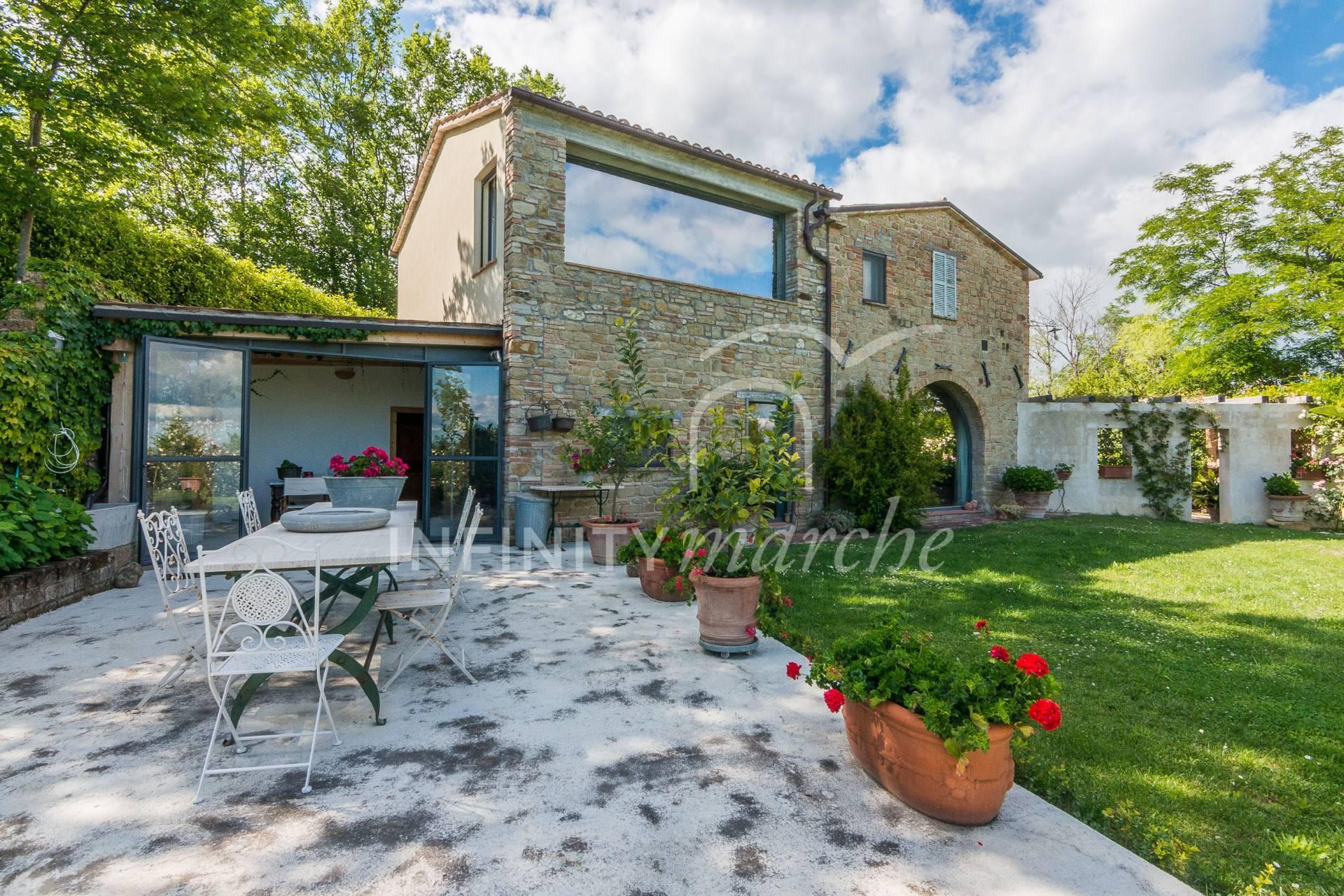 Casale a San Ginesio (Macerata)