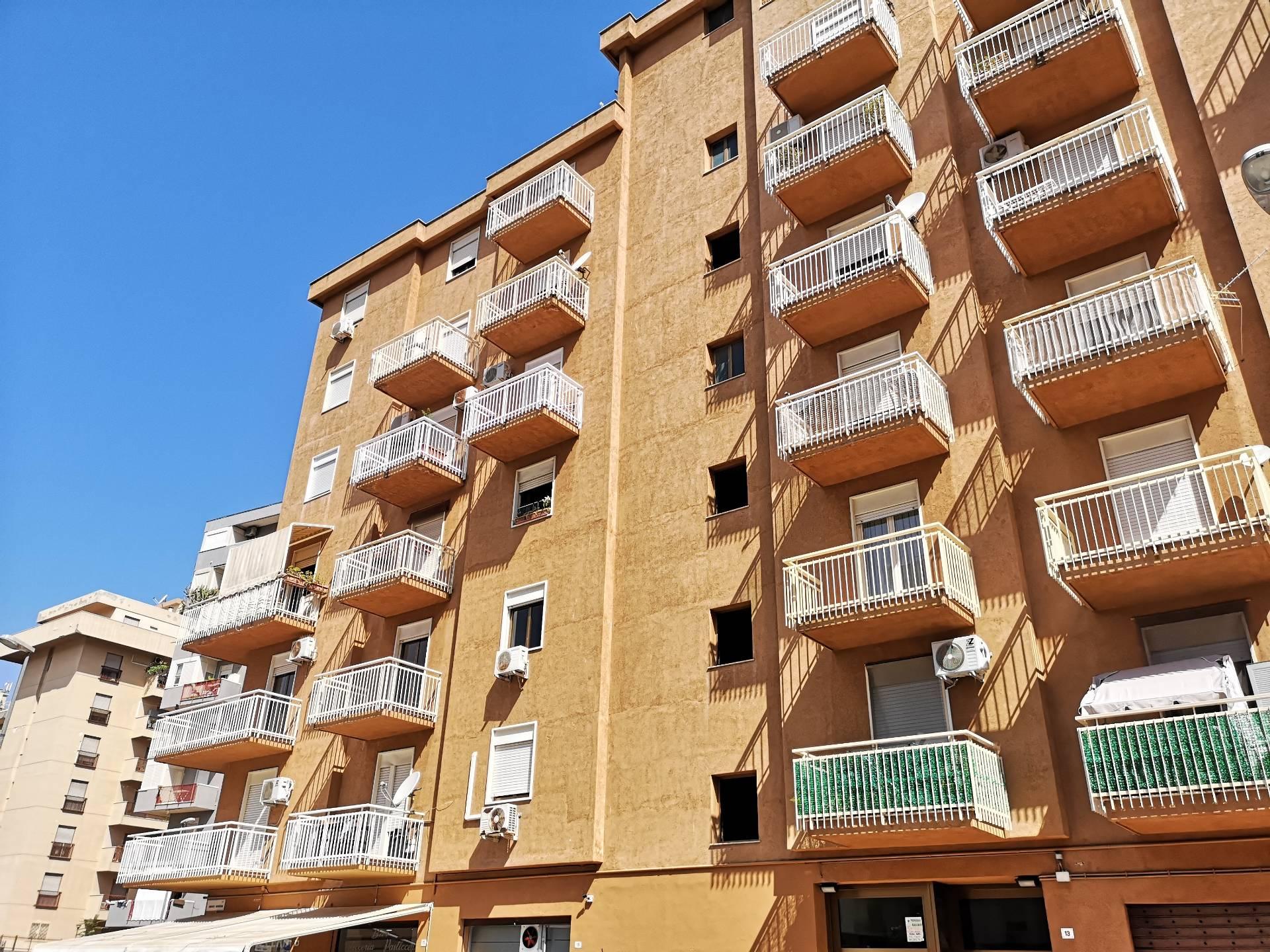 APPARTAMENTO in Vendita a Fiera, Palermo (PALERMO)