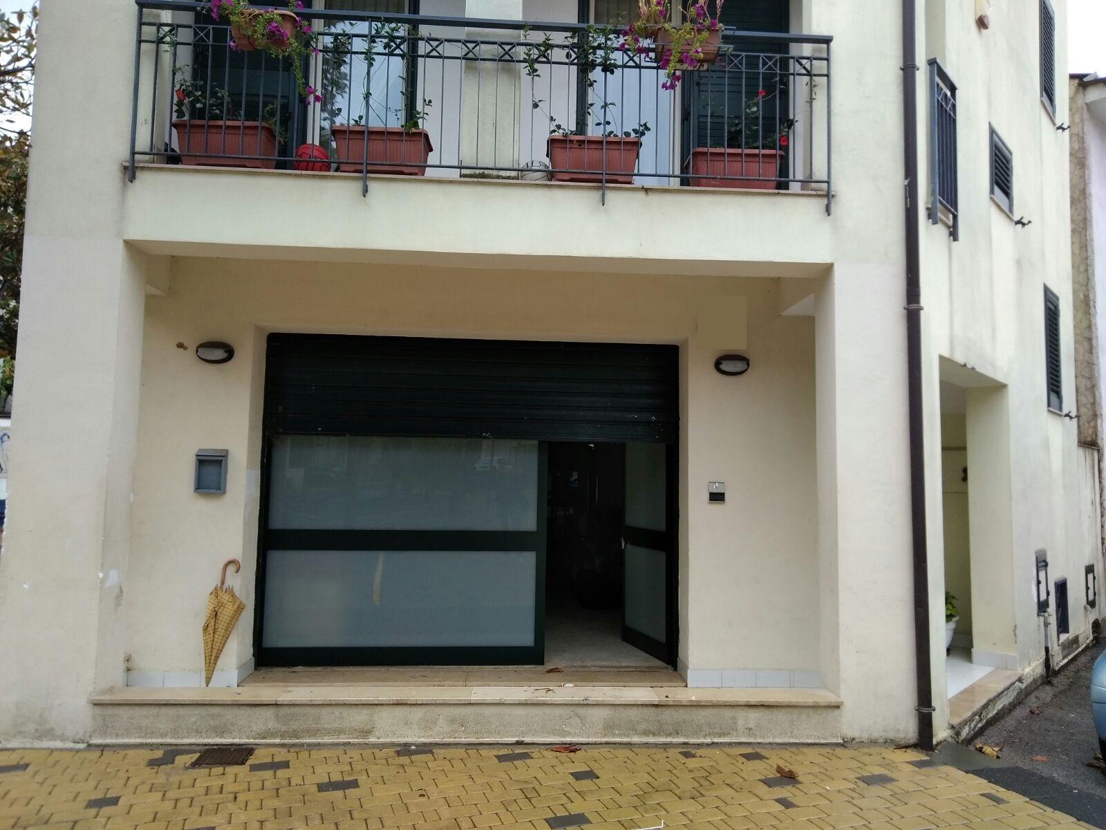 Attività / Licenza in affitto a Baronissi, 9999 locali, zona Zona: Sava, prezzo € 400   CambioCasa.it