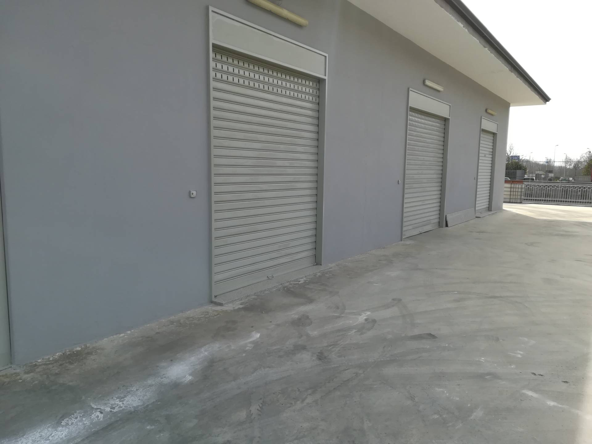 Negozio / Locale in affitto a Baronissi, 9999 locali, zona Località: centro, prezzo € 1.500   CambioCasa.it