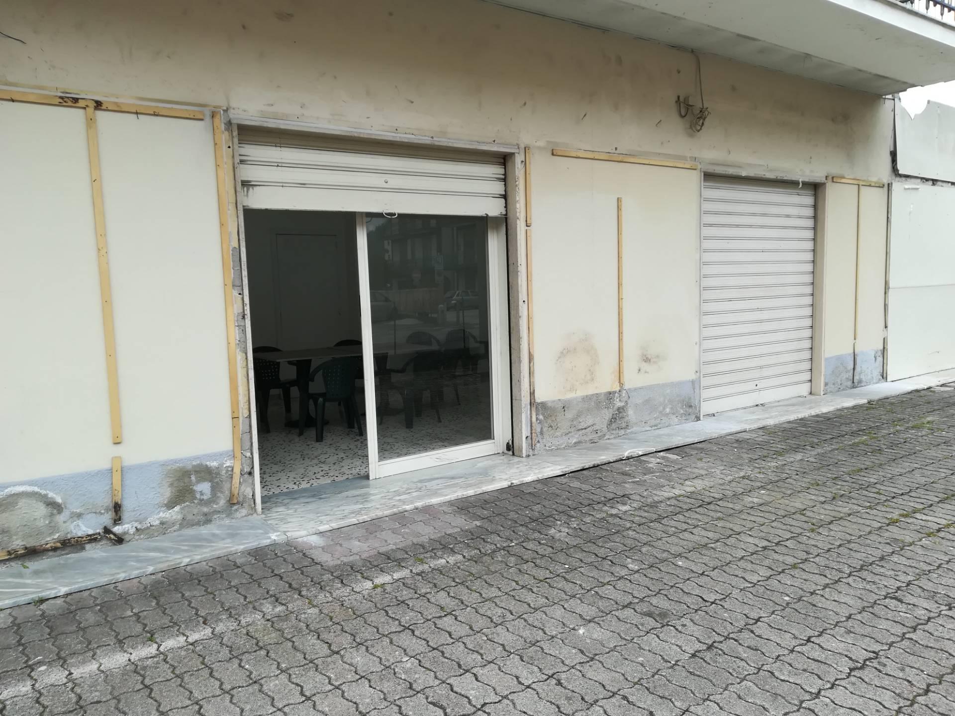 Negozio / Locale in affitto a Baronissi, 9999 locali, zona Zona: Sava, prezzo € 400   CambioCasa.it