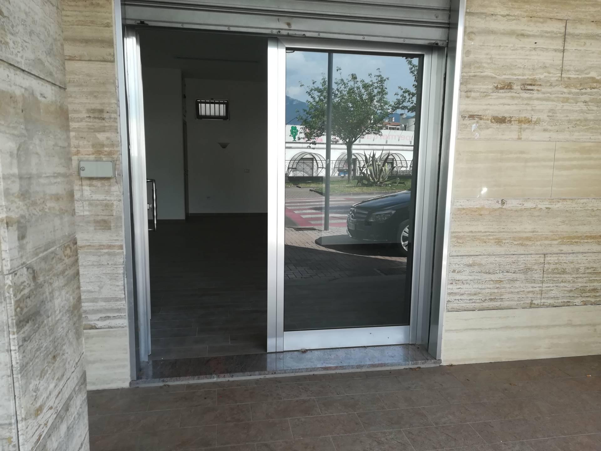 Negozio / Locale in affitto a Baronissi, 9999 locali, zona Località: centro, prezzo € 500   CambioCasa.it
