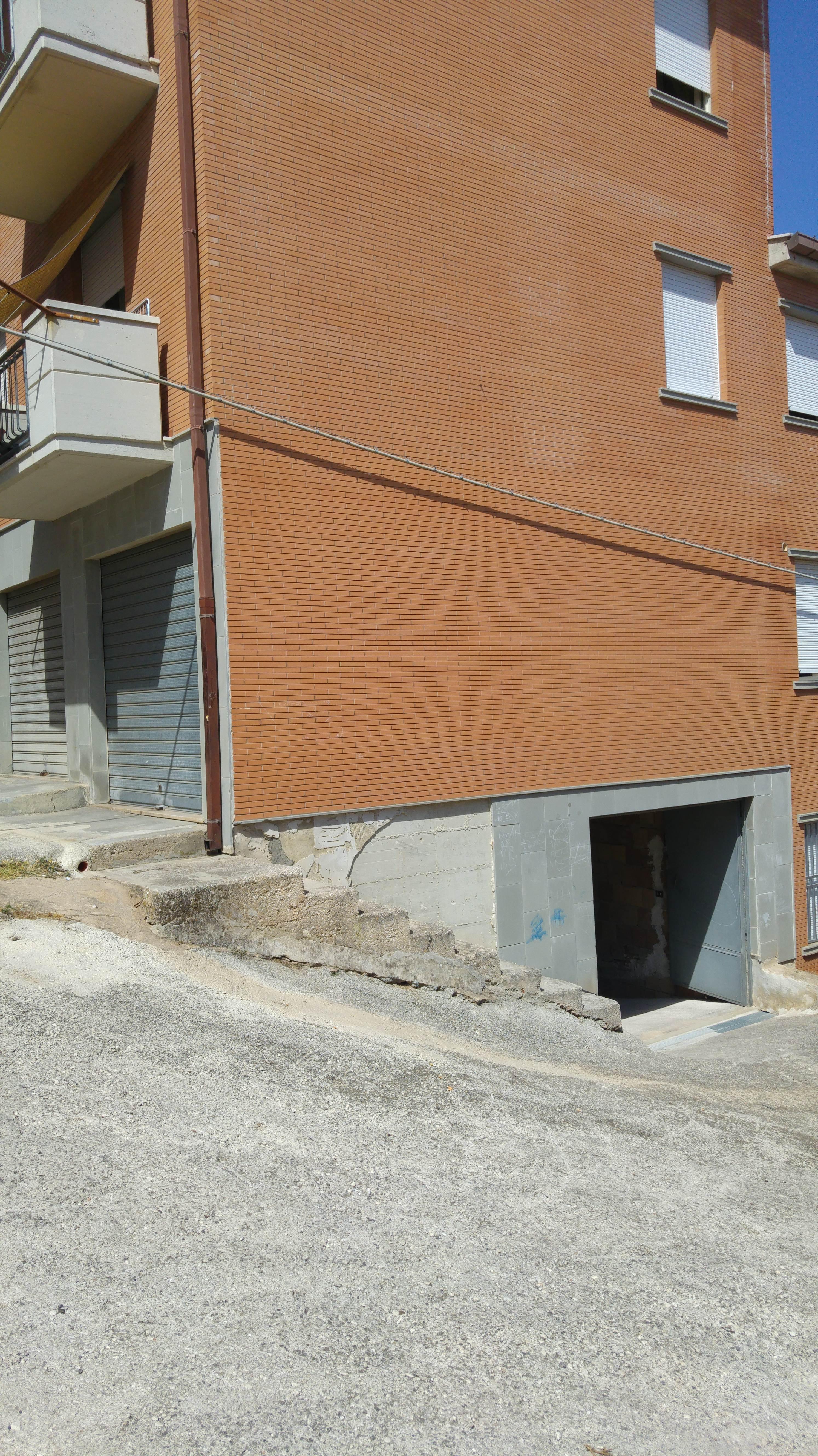 Box / Garage in vendita a San Nicandro Garganico, 1 locali, zona Località: KENDAL, prezzo € 30.000 | CambioCasa.it