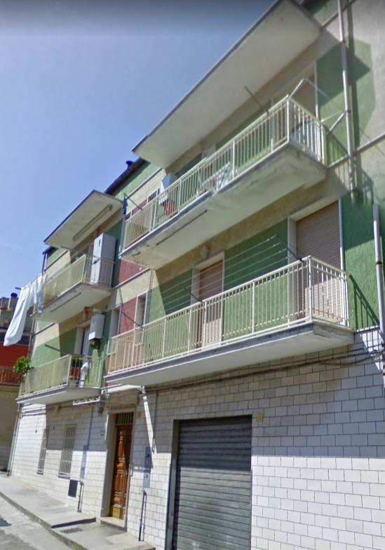 Appartamento in vendita a San Nicandro Garganico, 4 locali, zona Località: BOSCHETTO, prezzo € 50.000   CambioCasa.it