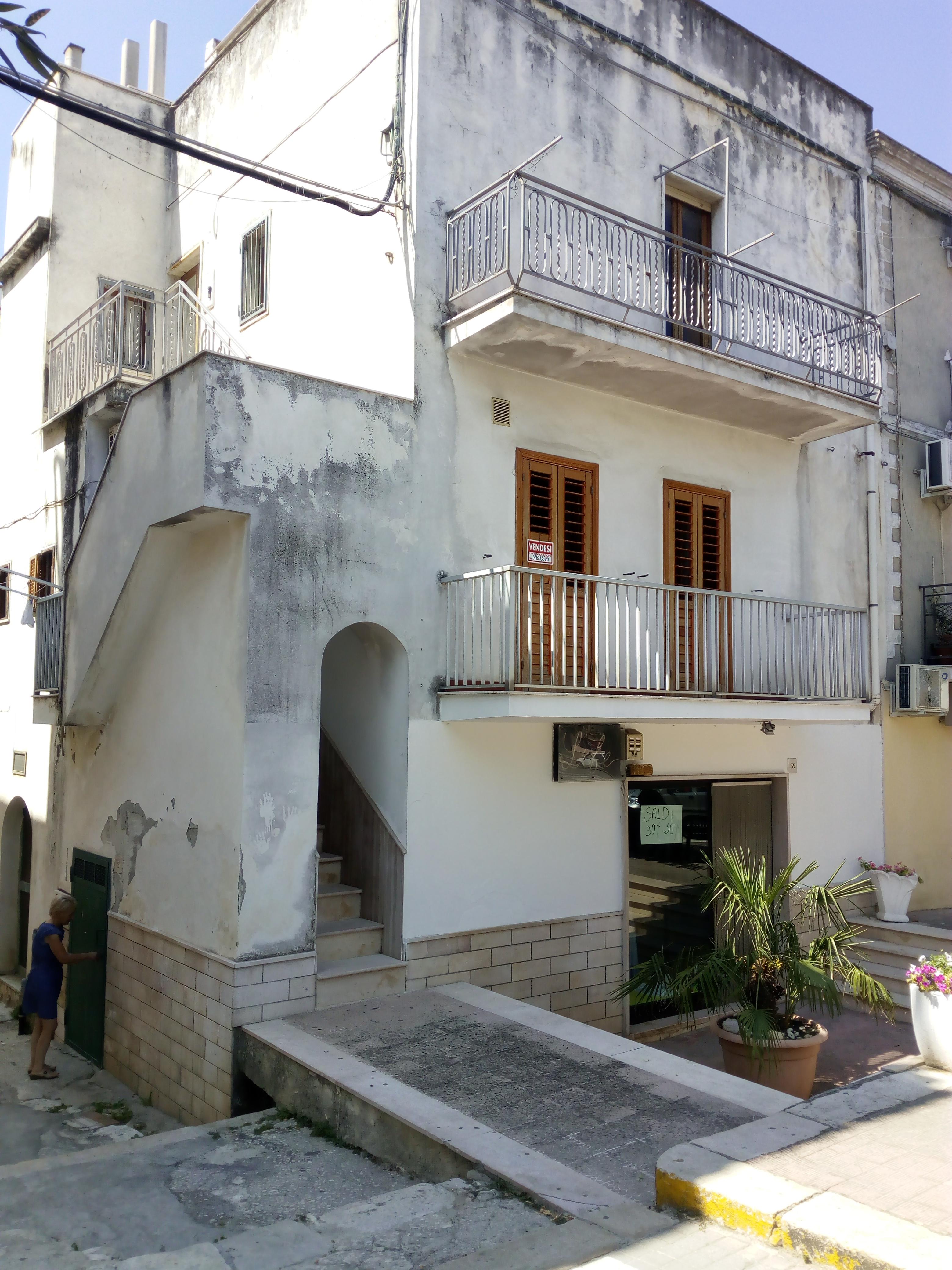 Appartamento in vendita a Ischitella, 3 locali, zona Località: Piazza, prezzo € 75.000   CambioCasa.it