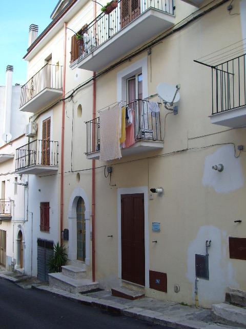 Appartamento in vendita a Ischitella, 3 locali, zona Località: ViaperRodieGrottadellaMadonna, prezzo € 38.000   CambioCasa.it