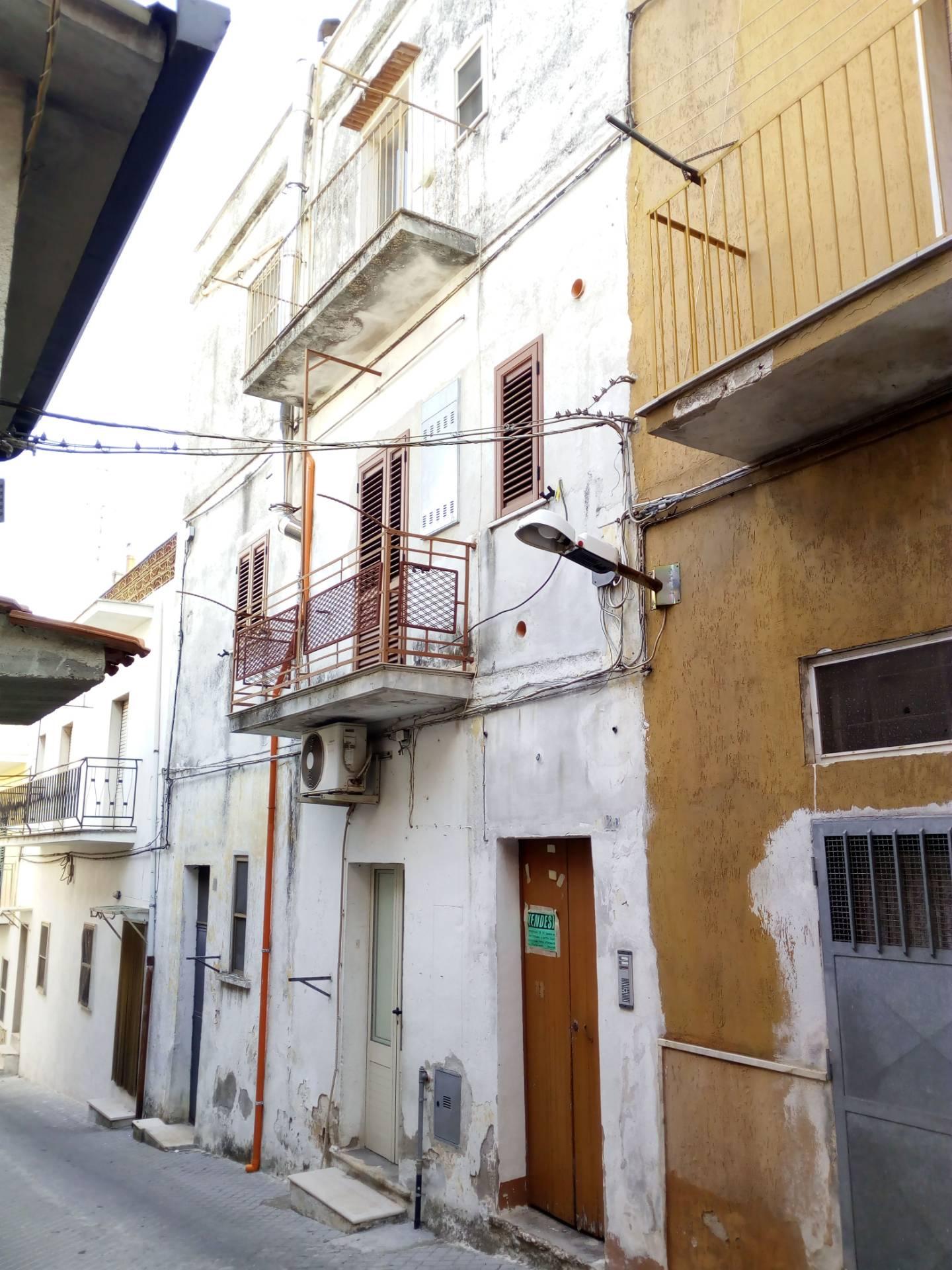 Appartamento in vendita a Ischitella, 4 locali, zona Località: TraverseC.Battisti/UmbertoI, prezzo € 33.000 | PortaleAgenzieImmobiliari.it