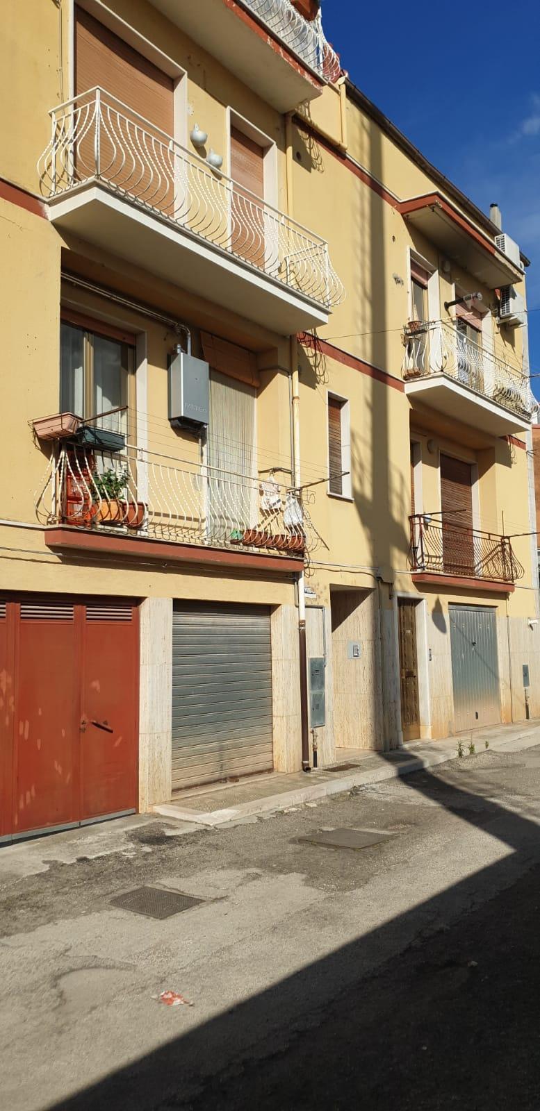 Appartamento in vendita a San Nicandro Garganico, 4 locali, zona Località: CAMPOSPORTIVO, prezzo € 67.000   CambioCasa.it