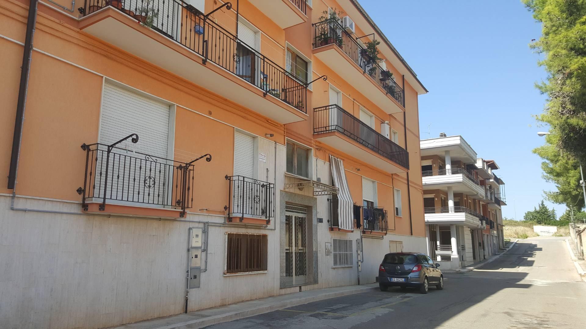 Appartamento in vendita a San Nicandro Garganico, 4 locali, zona Località: CAMPOSPORTIVO, prezzo € 49.000   CambioCasa.it
