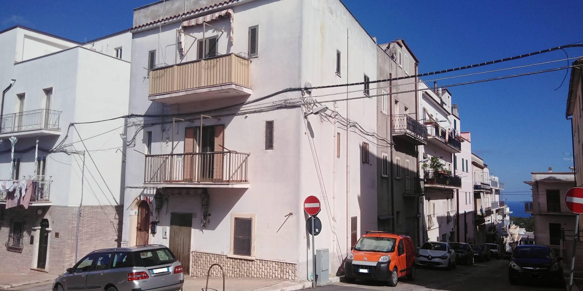 Appartamento in vendita a Ischitella, 3 locali, zona Località: CorsoCesareBattisti, prezzo € 67.000   CambioCasa.it