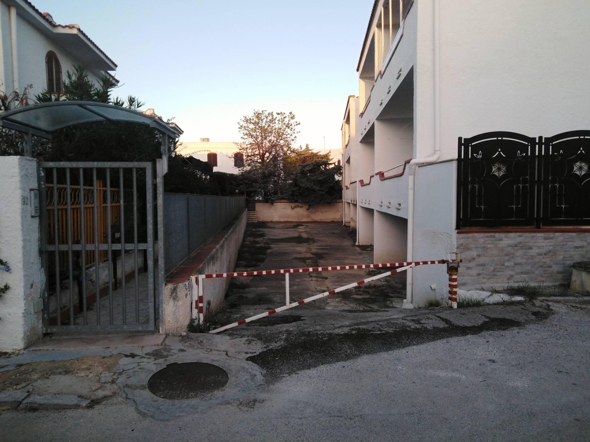Box / Garage in vendita a Rodi Garganico, 1 locali, prezzo € 40.000 | CambioCasa.it