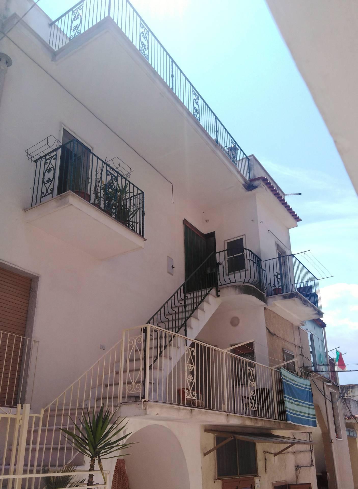 Appartamento in vendita a Ischitella, 3 locali, zona Località: TraverseCBattisti/Valloncello, prezzo € 80.000 | PortaleAgenzieImmobiliari.it