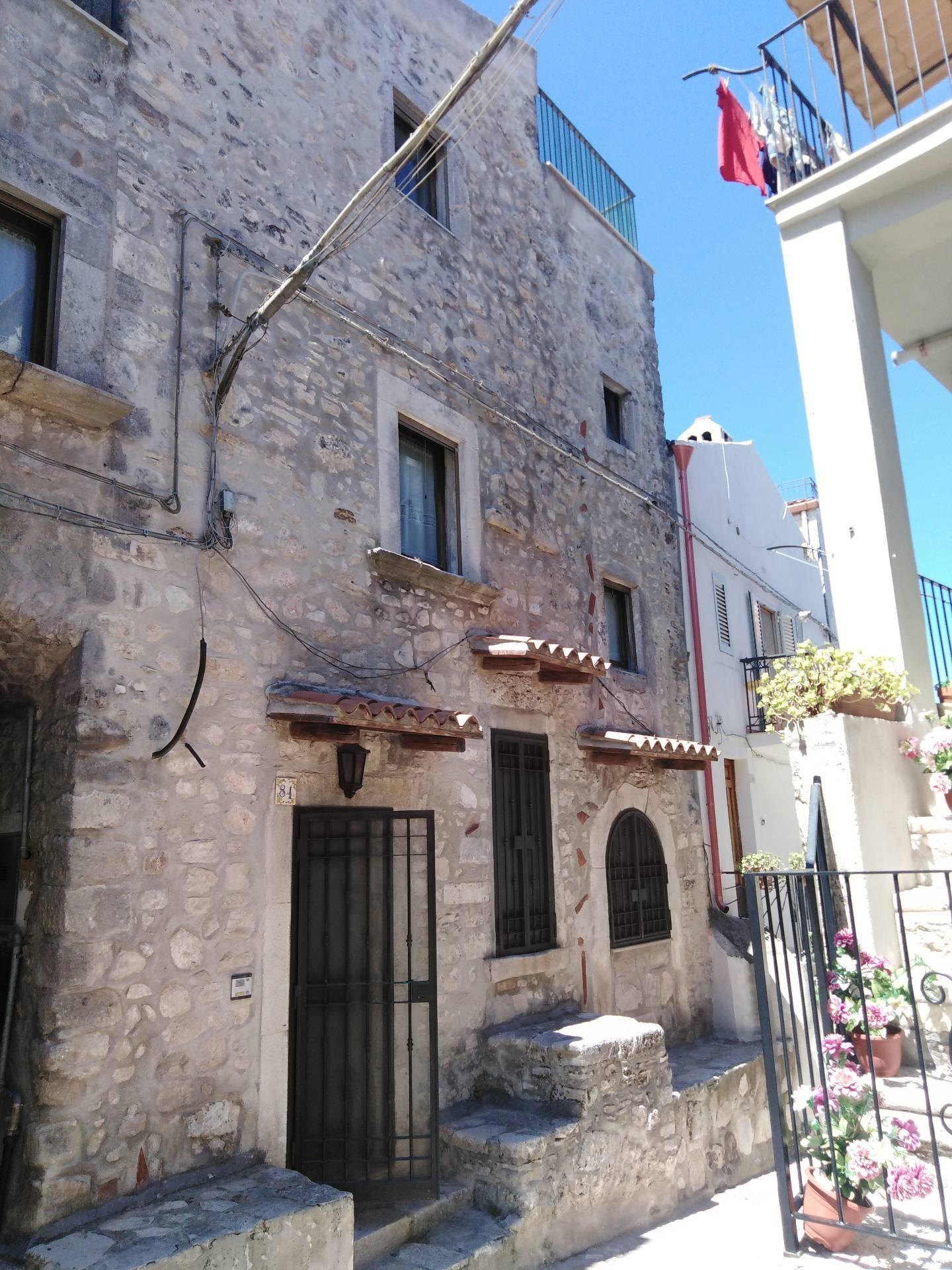 Appartamento in vendita a Vico del Gargano, 9 locali, zona Località: CentroStorico, prezzo € 150.000 | PortaleAgenzieImmobiliari.it