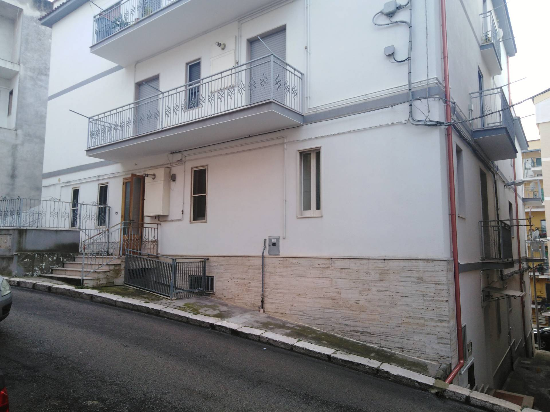 Appartamento in vendita a Ischitella, 7 locali, zona Località: ViaperRodieGrottadellaMadonna, prezzo € 75.000 | PortaleAgenzieImmobiliari.it