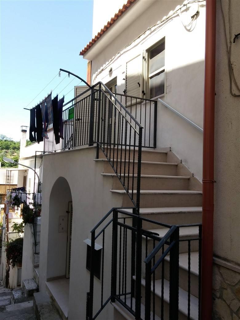 Appartamento in vendita a Ischitella, 4 locali, zona Località: TraverseCBattisti/Valloncello, prezzo € 54.000 | PortaleAgenzieImmobiliari.it