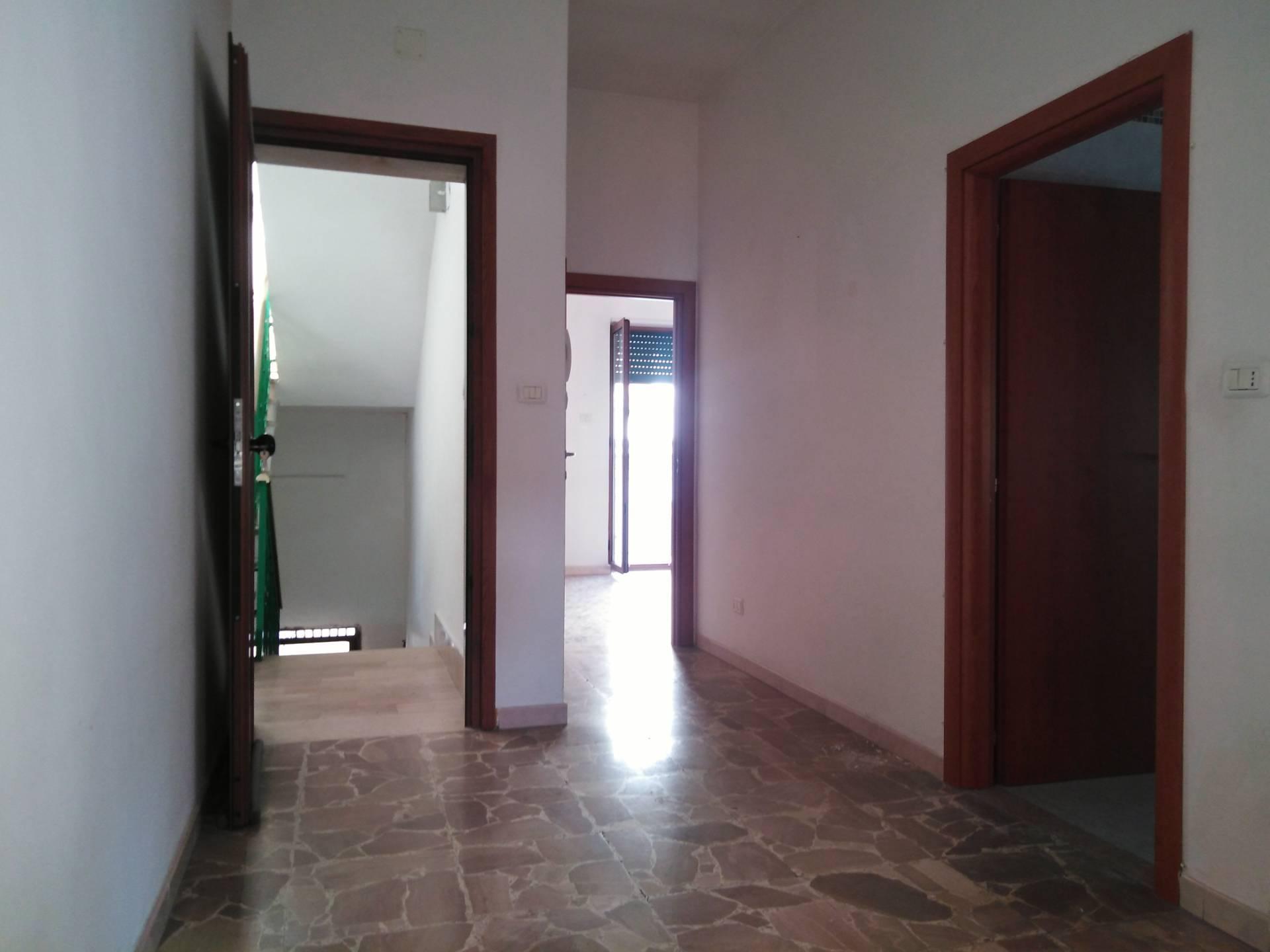Appartamento in vendita a Ischitella, 4 locali, zona Località: ViaperRodieGrottadellaMadonna, prezzo € 75.000 | PortaleAgenzieImmobiliari.it