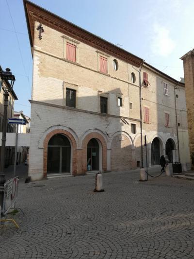 Locale commerciale in Vendita a Fano