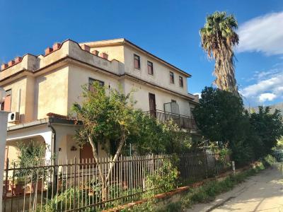 Villa in Affitto a Carini