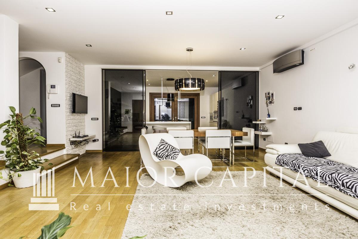 Villa in vendita a Golfo Aranci, 8 locali, prezzo € 699.000   CambioCasa.it