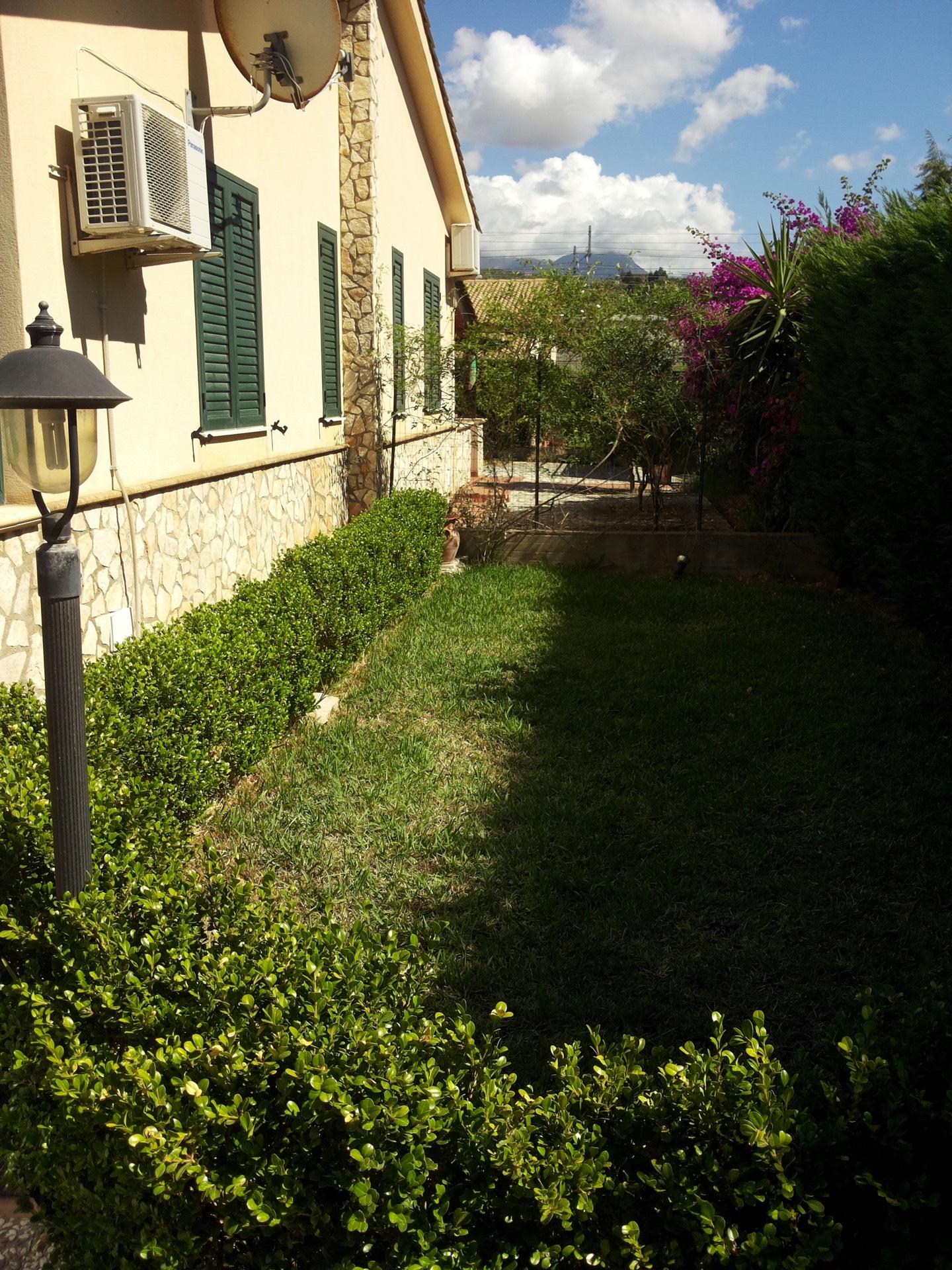 Villa in vendita a Campofelice di Roccella, 5 locali, prezzo € 110.000 | CambioCasa.it