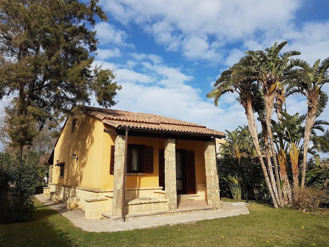 Villa in vendita a Campofelice di Roccella, 4 locali, prezzo € 210.000 | CambioCasa.it