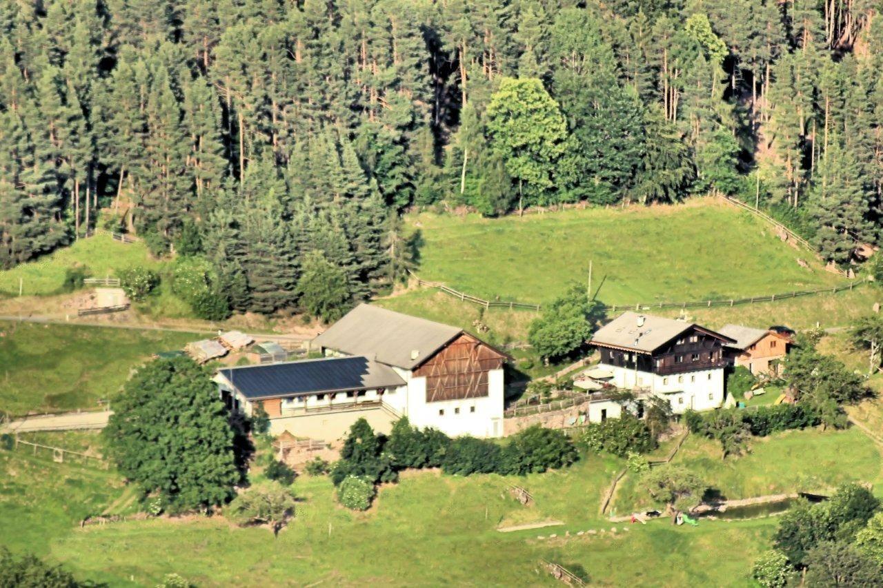 Rustico / Casale in vendita a San Genesio Atesino, 20 locali, zona Zona: Avigna, prezzo € 2.300.000   CambioCasa.it