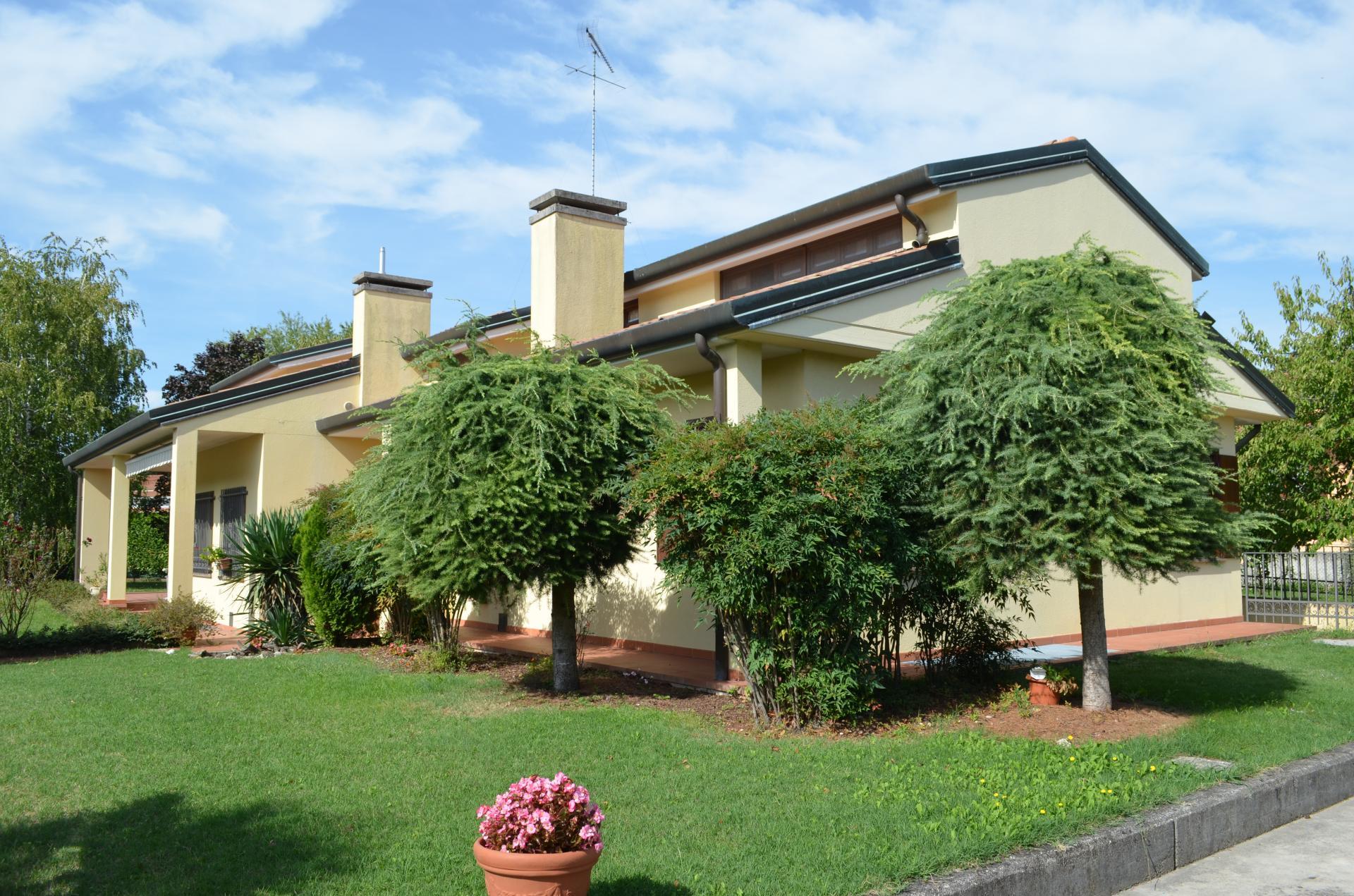 Villa d'epoca / indipendente in Vendita a Gradisca d'Isonzo