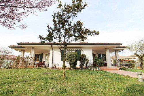 Villa in Vendita a Savogna d'Isonzo