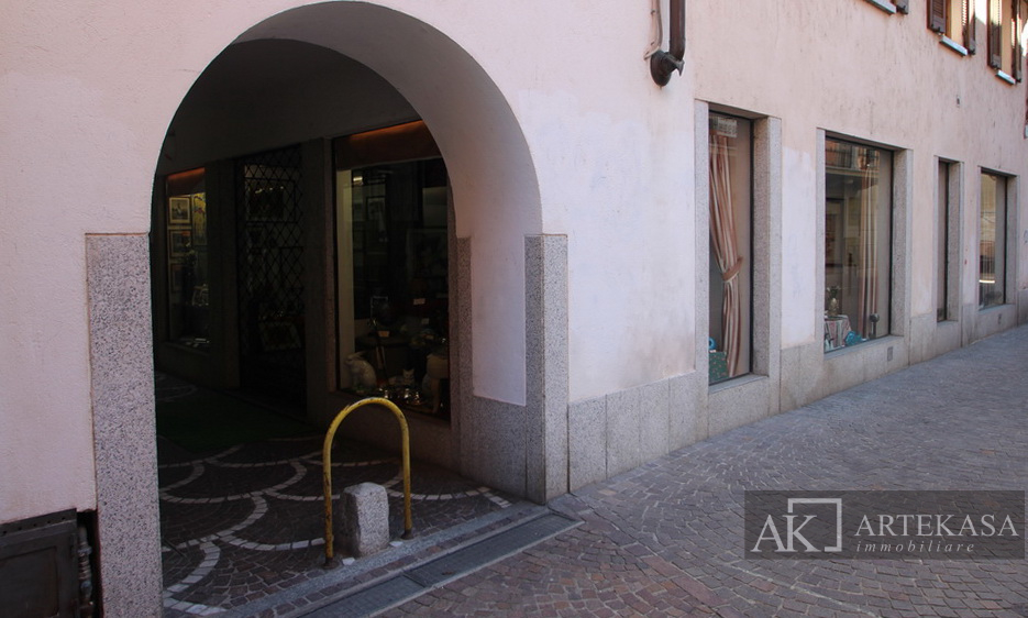 Palazzo/stabile Arona