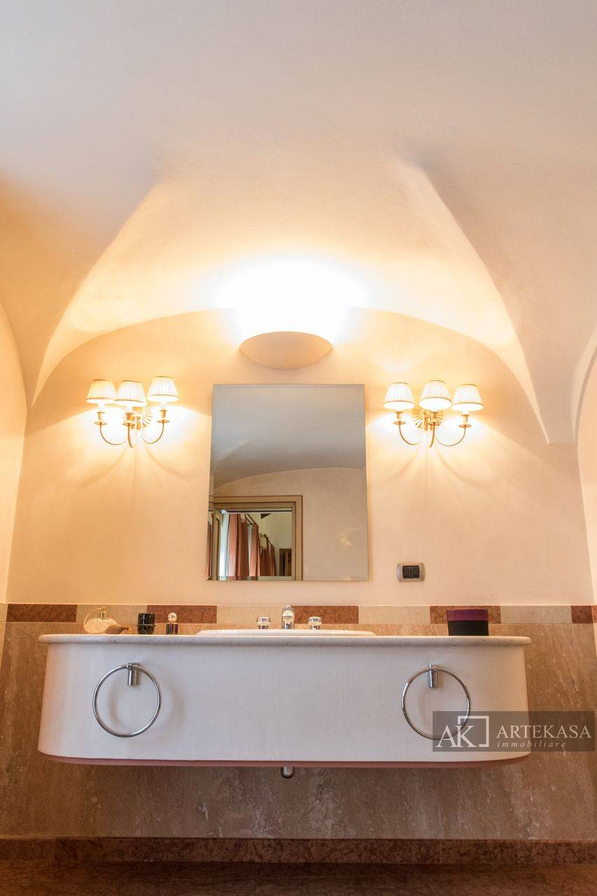 Palazzo/stabile Novara - Centro