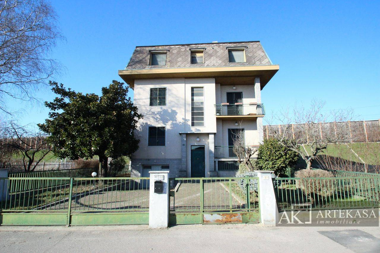 Villa Bifamiliare Novara - Sant'antonio - Vignale - Veveri