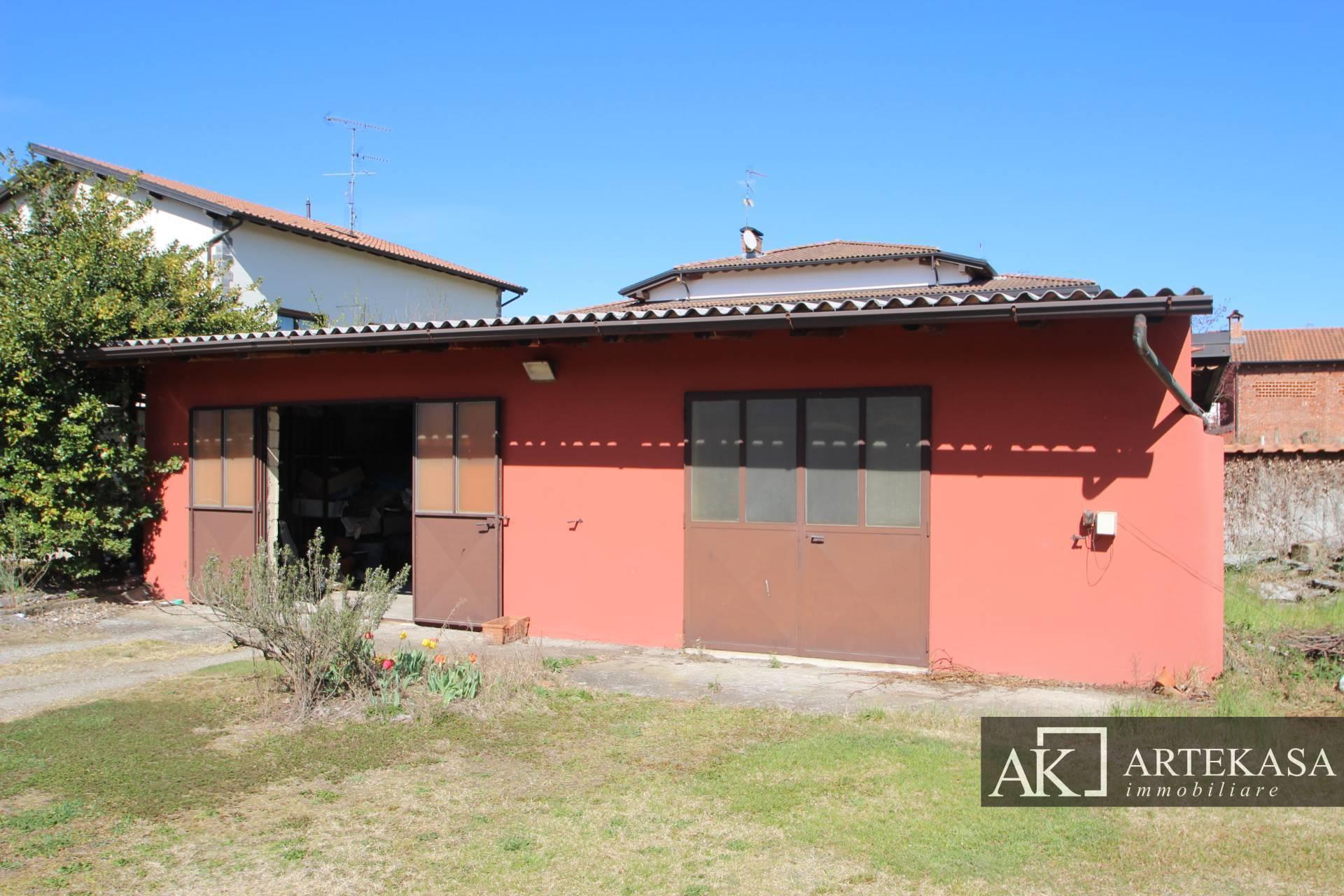 Casa Indipendente Oleggio Castello