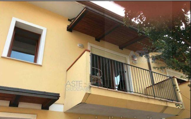 Appartamento in vendita a Santarcangelo di Romagna, 5 locali, prezzo € 80.250 | PortaleAgenzieImmobiliari.it