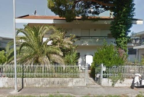 Appartamento + Locale commerciale a Riccione Via Del Lavoro
