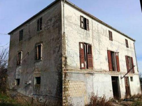 Rudere con Terreno a Sant'Omero Via Sopra Metella Vecchia