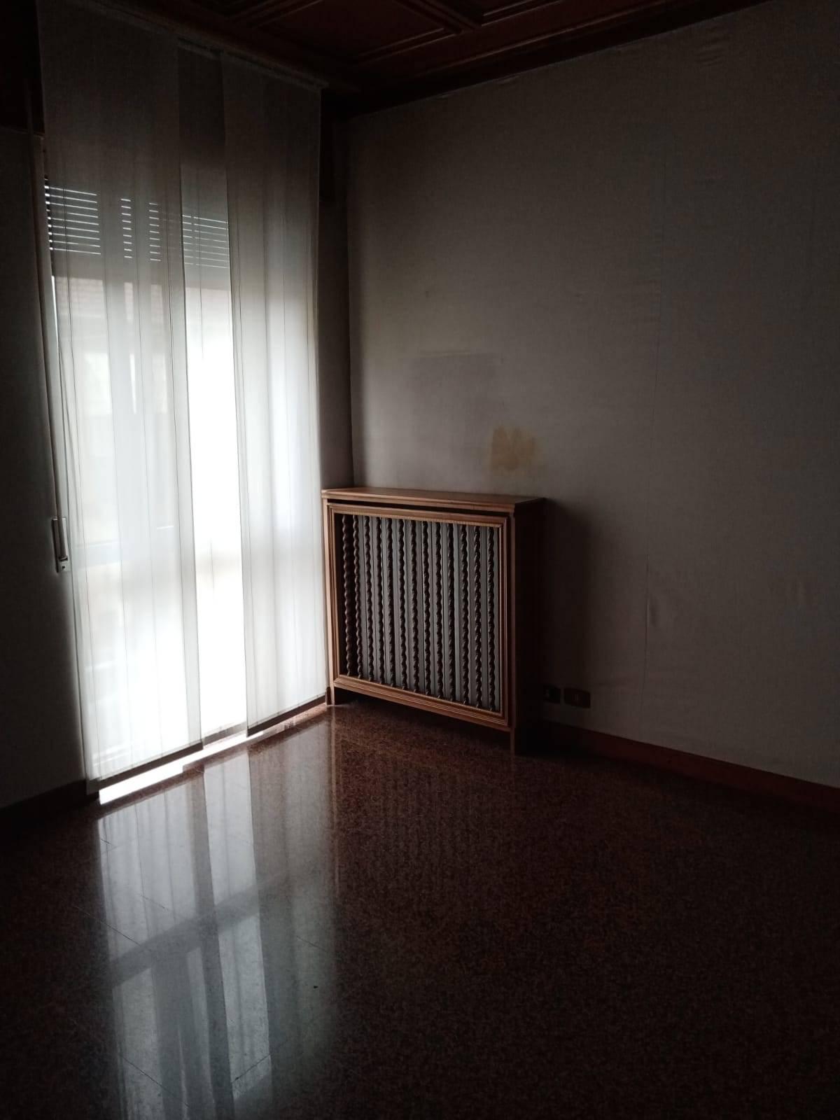 Appartamento in affitto a Novara, 4 locali, zona Località: S.Cuore-S.Martino, prezzo € 950 | CambioCasa.it